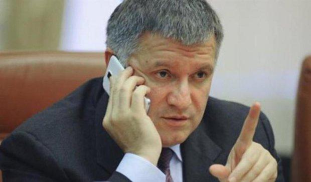Аваков назвал митингующих «грязными ментами»