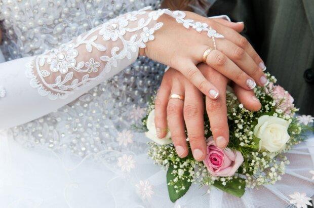 Звезда украинских сериалов вышла замуж за российского актера: фото трогательного бракосочетания