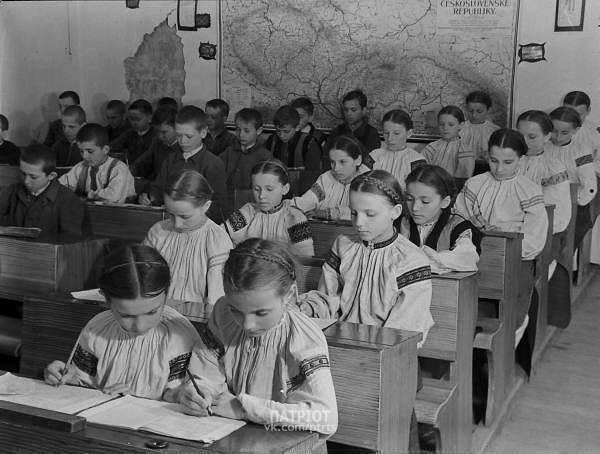 Никакой советской формы и фартуков прислуги: как одевались украинские школьники в начале ХХ века