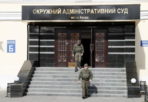 """Українцям показали, як Порошенко """"нагинає"""" судову систему: """"Розправа над незручними"""""""