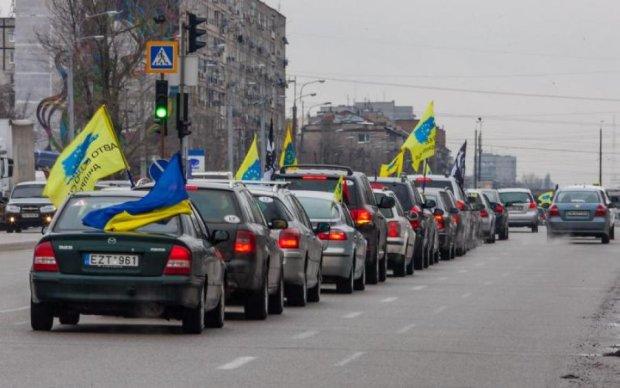 """Вне закона: депутаты дали """"евробляхам"""" три месяца"""