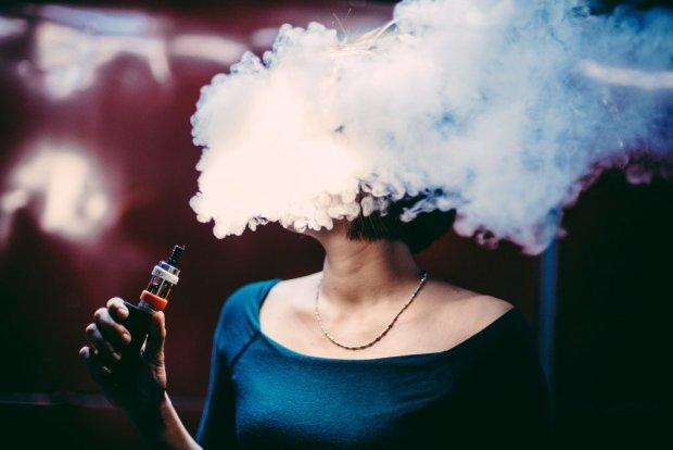 Запарился: насколько вредно курение электронных сигарет