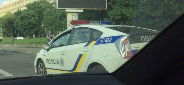 В Киеве водитель-шумахер перевернул вверх колесами легковушку с детьми – свидетели не могут опомниться от шока