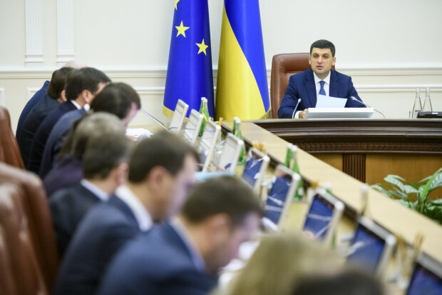 """Гройсман, Рева та Супрун - ми """"сумуватимемо"""": блогер кумедно показав, як українці проводжають старий Кабмін"""