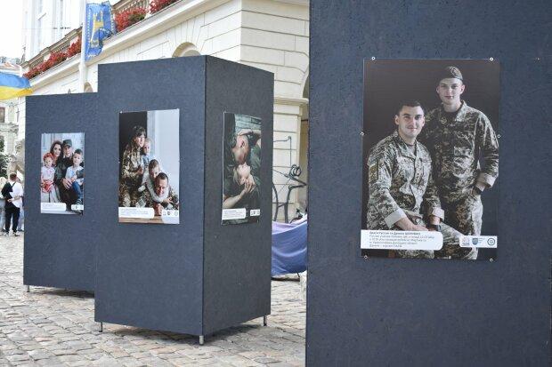 """У Львові показали 10 щемливих історій героїв, які пройшли крізь пекло Донбасу: """"Таточку, ти живий!"""""""