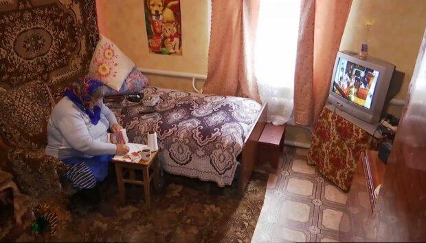"""Киевская пенсионерка слепнет над вышиванием ради больных детей: """"Спасибо, баба Лида"""""""
