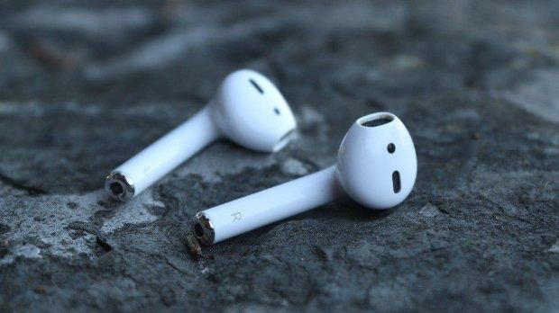 AirPods 2: беспроводные наушники от Apple засветились в сети
