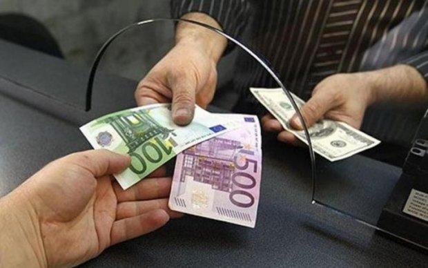 Курс валют на 6 серпня: важкий понеділок для гривні
