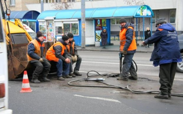 Об'їжджати за три версти: в Укравтодорі зізналися, де найгірші дороги України