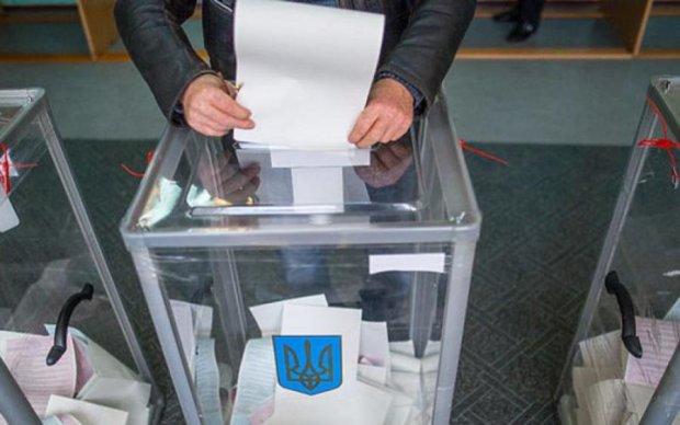 В парламент проходят восемь партий во главе с Тимошенко и Порошенко, лидерами в восточных областях являются Рабинович и Бойко – западные социологи