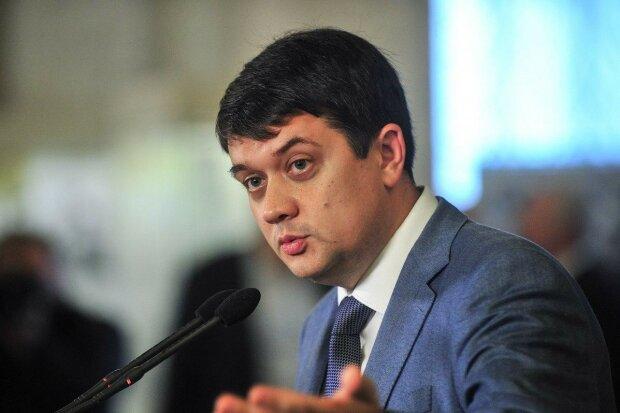 """Живе з тещею за гроші? Разумков заговорив про скандал зі """"слугою народу"""" Стефанчуком"""