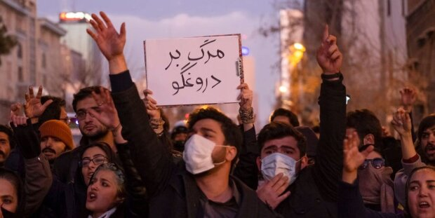 учасники протестів в Ірані