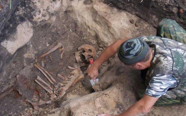 Четыре руки и четыре ноги: археологи нашли скелет человека-паука