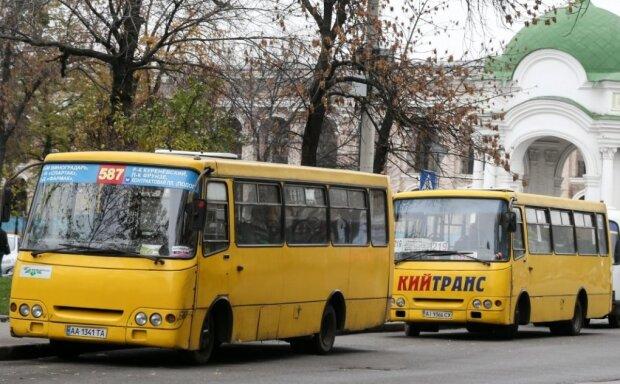 """Київський маршрутник записався в геймери, просто на ходу: """"Коли левел важливіший за безпеку"""", відео"""