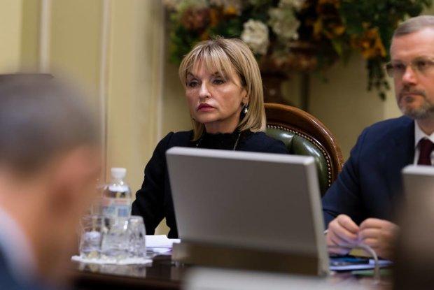 """""""Женщина третьего тысячелетия"""" Луценко хотела помолодеть на 10 лет, а получилось вот это: фото"""