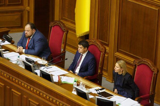 """Дубинский показал решение Разумкова не трогать Гонтареву и Ко: """"Порошенко точно можно не переживать"""""""