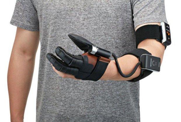 Apple запатентовала умные перчатки для врачей, и не только