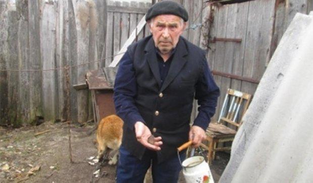 Российские школьники забросали камнями 77-летнего узника концлагеря