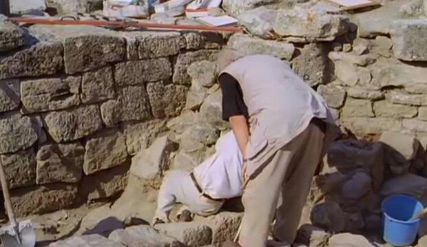 Археологические раскопки, кадр из видео