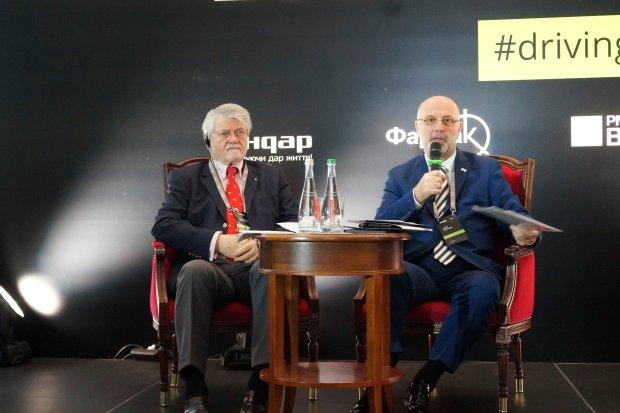 """""""Польові"""" дрони, нова антикорупційна служба без """"маски-шоу"""" та річні стартапи для молоді: новини з форуму Level Up Ukraine"""
