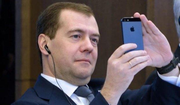 Медведев ввел санкции против Украины