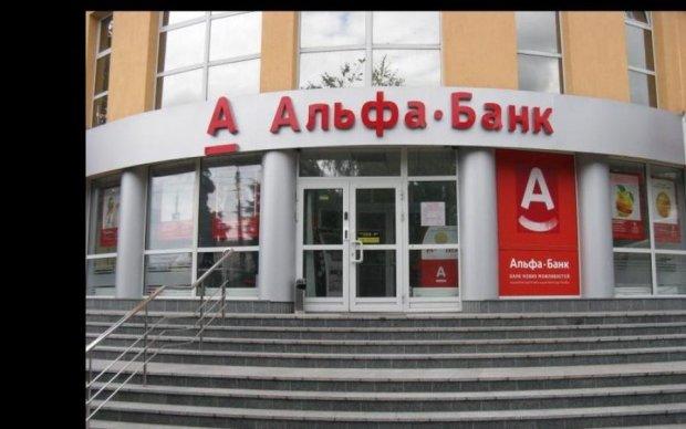 Російський банк тисне на українських військових