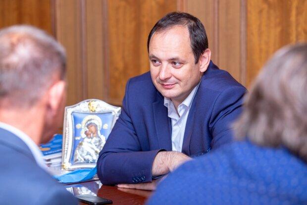 """Марцінків проїхався по міністрах Зеленського через карантинне ноу-хау: """"Дітей - до школи"""""""