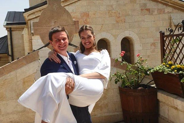 """Комаров женился: избранница довела сеть до слез трогательным признанием, """"самая счастливая"""""""
