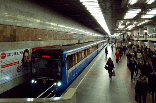В киевском метро пассажиры устроили жестокое побоище: весь вагон залит кровью