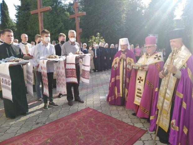 На Львовщину привезли мощи  апостолов Петра и Павла - где можно прикоснуться к святыне