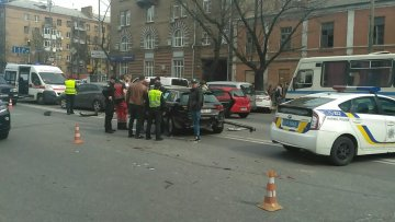 Скандальний депутат розбився у центрі Києва: фото і подробиці