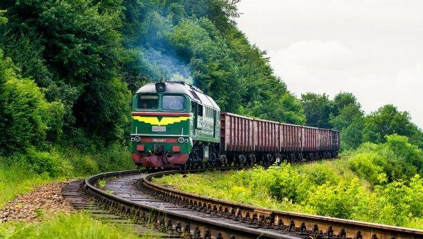 """Пьяная львовянка угодила под поезд, очевидцы не поверили своим глазам: """"Это чудо..."""""""
