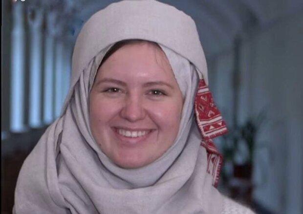 Українка в хустці / скріншот з відео