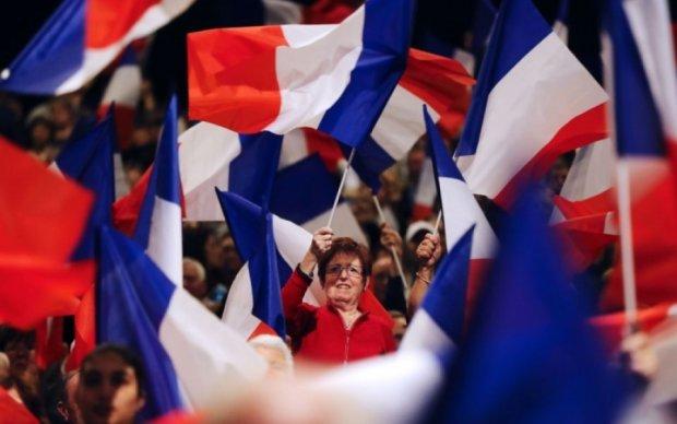 Перші французи вже проголосували за президента