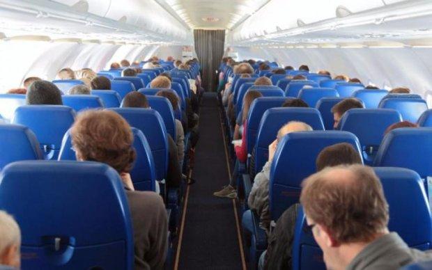 Кланяйтеся переді мною: дружина російського депутата влаштувала дебош у літаку