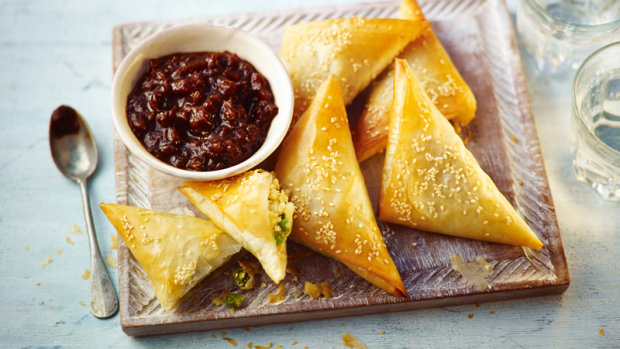 Пиріжки з картоплею та горохом: покроковий рецепт