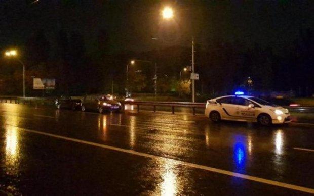 Авто разбросаны по проспекту: пьяный водитель устроил переворот в Киеве