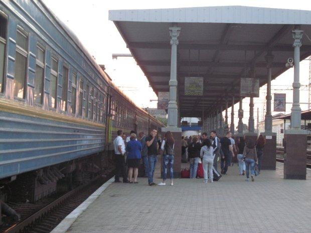 """Поезда в Крым: измученные украинцы попросили у Зеленского помощи, """"устали ждать"""""""