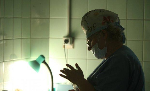 Львів'янина вкусила отруйна тварюка, медики рятують життя: не перша жертва