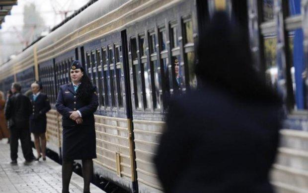 """Умрет Украина"": диспетчер Укрзализныци угрожала пассажирам из-за гимна"