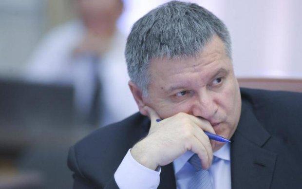 Аваков пожаловался на высокий доход антикоррупционеров