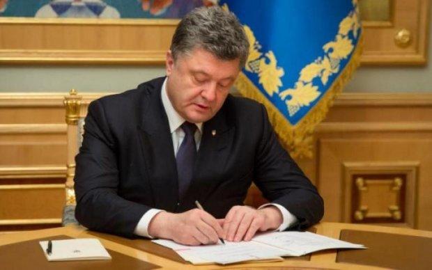 Порошенко подписал закон о военной службе: что изменится для обычных украинцев