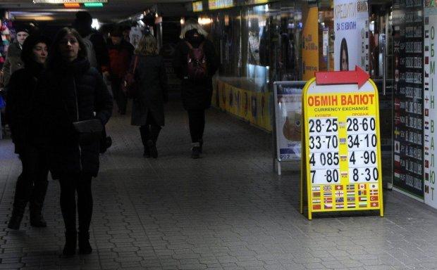 Курс валют на 14 березня: долар стрибнув вище неба