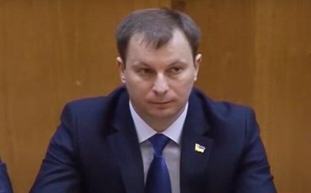 Экс-губернатор Тернопольщины Барна засветился с рыженькой и брюнетом - жена не против