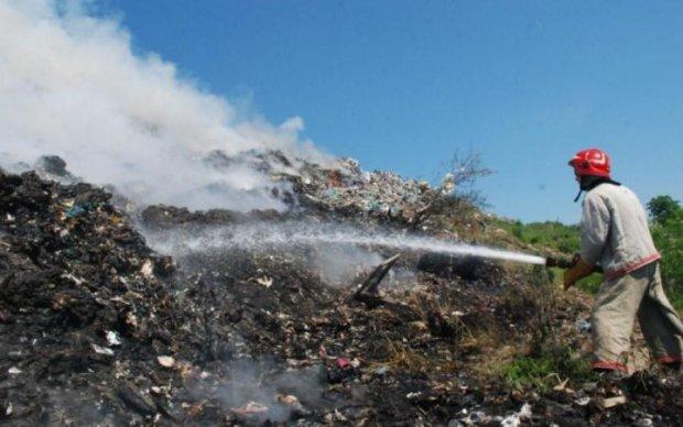Горять тонни відходів: Харківщину охопила друга пожежа за день