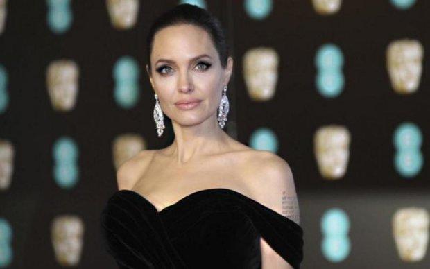 Голлівудська Санта-Барбара: у Джолі істерика через нову пасію Пітта