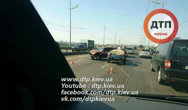 Прокляте місце: Московський міст знову зупинився через аварію