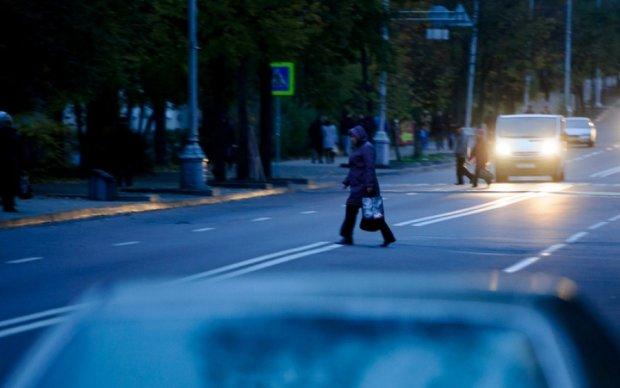 Микроавтобус сбил насмертьпенсионерку на Львовщине