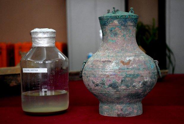 """В Китае нашли древнюю гробницу с """"эликсиром молодости"""": пахнет алкоголем"""