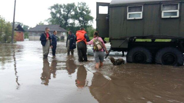 Затопленное Прикарпатье завалят деньгами, но получат не все